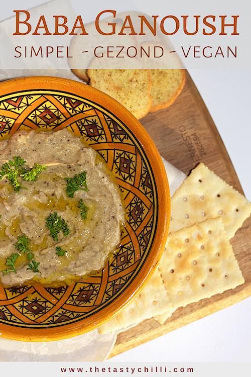 Baba ganoush is een geroosterde aubergine dip met tahini, knoflook en citroensap gemaakt van gegrilde aubergine dip. Simpel, gezond en vegan #babaganoush #gegrildeaubergine #geroosterdeaubergine