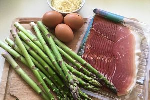 Ingredients for ham and asparagus quiche