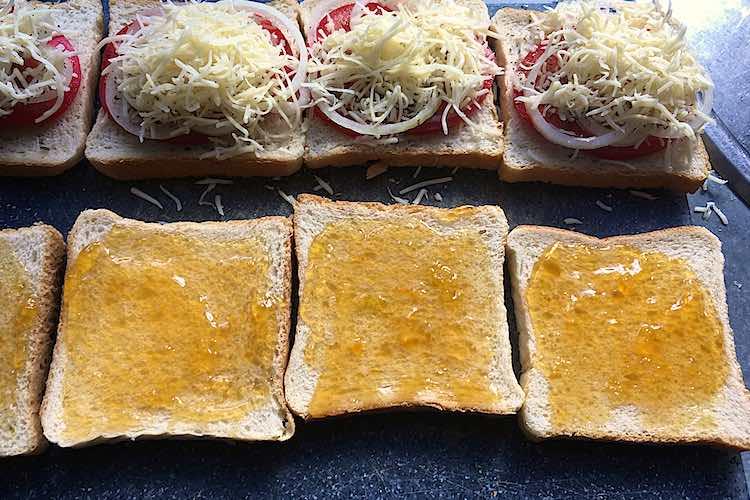 Hoe braaibroodjies uit Zuid Afrika of gegrilde tosti's met kaas en tomaat maken