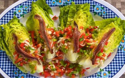 Little gem salade met ansjovis en paprika salsa