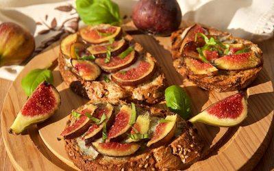 Warm blue cheese and fig bruschetta