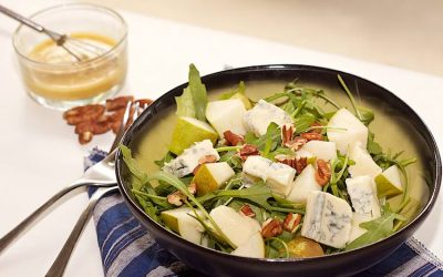 Gorgonzola and pear salad with pecans