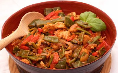 Chicken with flat beans and bell pepper
