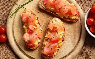 Smoked salmon and scrambled eggs on toast