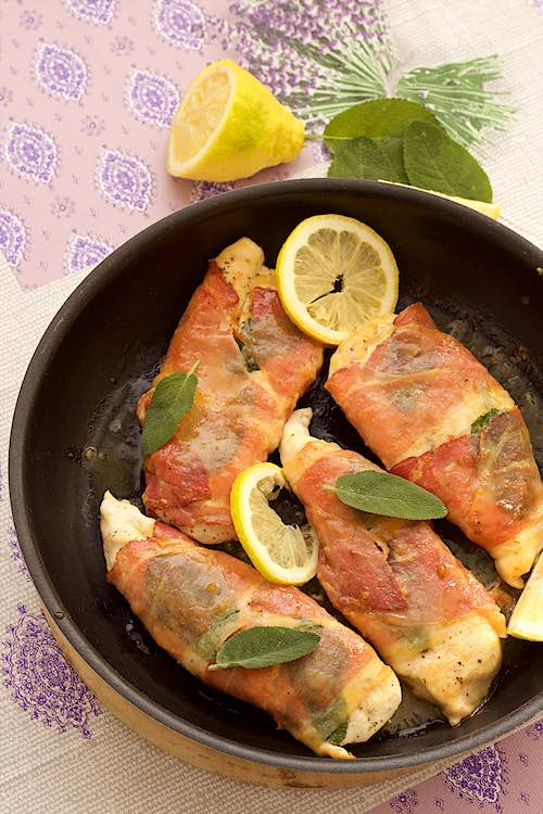 4 chicken saltimbocca in the pan with lemon and sage