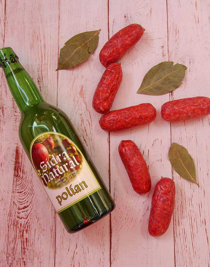 ingredients chorizo in cider with asturian cider fresh chorizo sausage and bay leaves