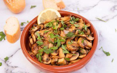 Spanish garlic mushrooms – Champiñones al ajillo